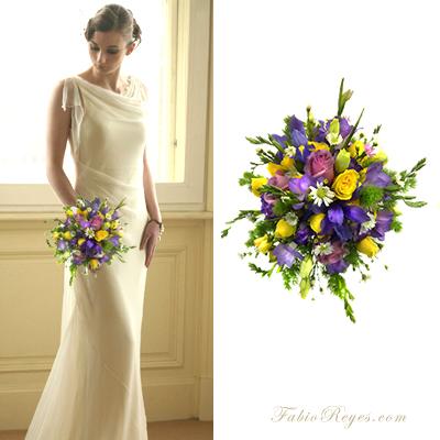 Ramo de novia redondo en violetas y amarillo